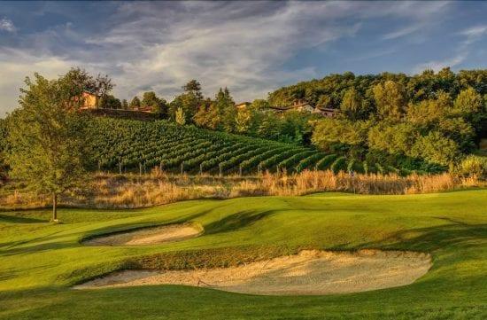 5 noches con desayuno incluido en Villa Carolina Resort y 2 Greenfees por persona (GC Villa Carolina y GC Colline del Gavi)