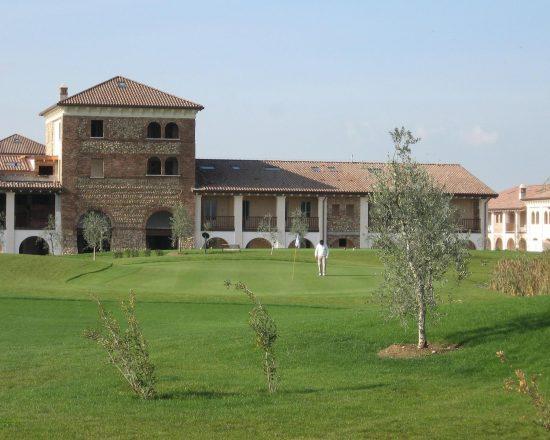 3 nights with breakfast at Chervò Golf Hotel Spa & Resort San Vigilio and one green fees per person (Chervò Golf San Vigilio)