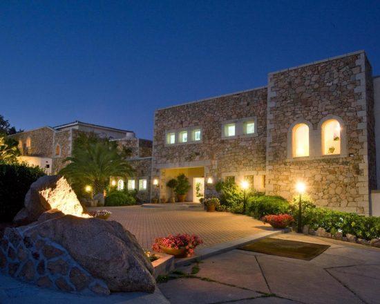 3 noches con desayuno incluido en Hotel Petra Bianca y 1 Greenfee por persona (Club de Golf Pevero)