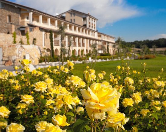 8 nights with breakfast at Chervò Golf Hotel Spa & Resort San Vigilio and four green fees per person (Chervò Golf San Vigilio, Paradiso del Garda, Gardagolf and Verona)