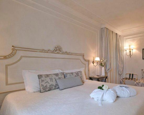 9 noches con desayuno incluido en Chervò Golf Hotel Spa & Resort San Vigilio y 5 Greenfee por persona (Chervò Golf San Vigilio, Paradiso del Garda, Gardagolf, Verona y Arzaga)