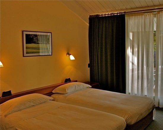 10 Nächte im Golf Hotel La Pinetina und 6 Greenfee je Person (Golfclub La Pinetina, Villa d Este, Le Robinie, Barlassina,Carimate und Monticello)