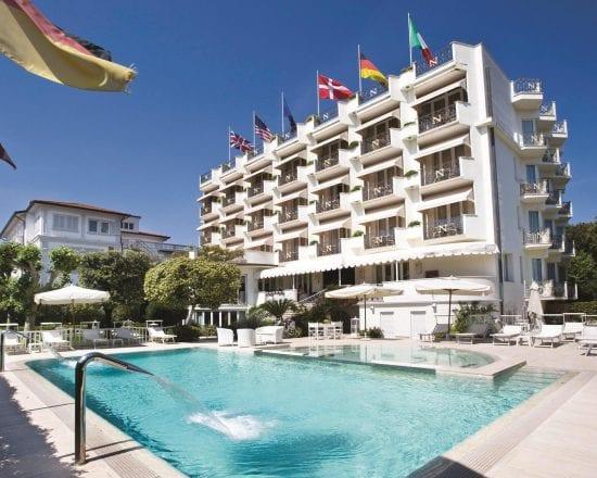 3 nights with breakfast at Hotel Il Negresco and one green fees per person (Golf Club Forte dei Marmi)
