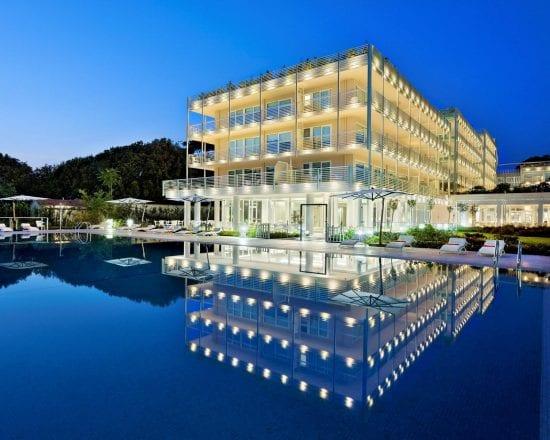 5 noches con desayuno incluido en Hotel Versilia Lido UNA Esperienze y 2 Greenfee por persona (Golf Club Forte dei Marmi y Cosmopolitan)