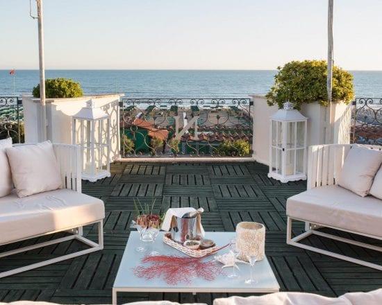 7 noches con desayuno incluido en Hotel Il Negresco y 3 Greenfee por persona (Golf Club Forte dei Marmi, Montecatini y Cosmopolitan)