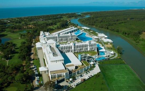 7 Übernachtungen im Hotel Titanic Deluxe Golf Belek, alles inklusive mit 3 Greenfees pro Person im GC Titanic