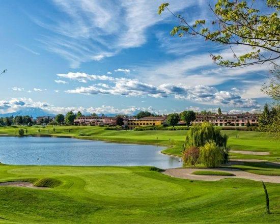11 noches en la Foresteria Barlassina con desayuno y 7 green fees por persona (Golf Club Barlassina, La Pinetina, Le Robinie, Arzaga, Carimate, Villa d Este y Monticello)