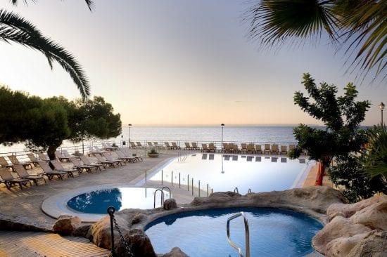 7 Übernachtungen im Hotel Barceló Illetas Albatros mit Frühstück und 3 Greenfees pro Person (GC TGolf, Son Vida, Son Muntaner und Bendinat)