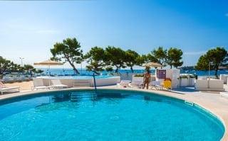 `7 noches en el hotel FERGUS Style Palmanova con media pensión incluida y 3 green fees por persona (GC Andratx, T-Golf y Bendinat)