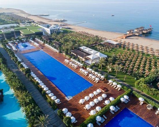 7 noches en Maxx Royal Hotel todo incluido con 4 green fees por persona (GC 3 en Montgomerie y 1 en Kaya)
